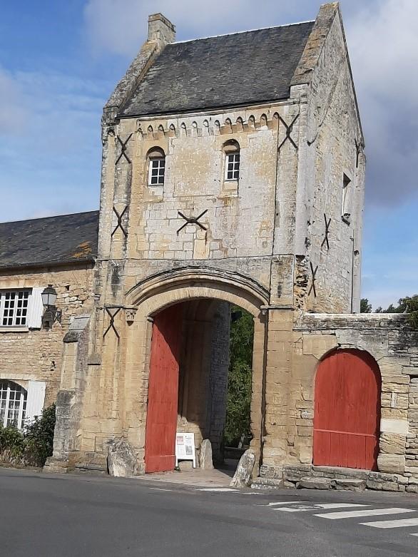 real-priory-gatehouse-saint-gabriel-brecy-calvados